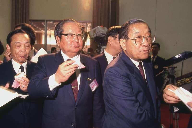 前台灣省主席邱創煥(中)2日中午病逝台北家中,享耆壽96歲。(新新聞資料照)