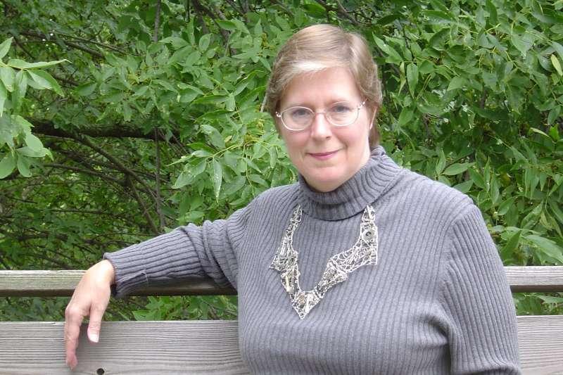 洛伊絲寫作已超過30年,筆下不僅有五神傳說系列,也包含《科西根宇宙》(Vorkosigan Saga)系列、《分擔小刀》(Sharing Knife)等相異世界觀的系列作品。(奇幻基地出版社提供)