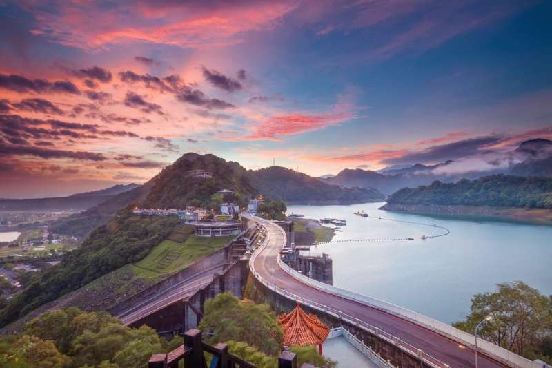 從高處俯瞰石門水庫的優美景緻。(圖/IG@jiazhi.1996)