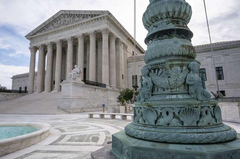 2020年11月,美國聯邦最高法院以5比4判決,認定紐約州防疫措施不應對宗教場所有不同標準(AP)