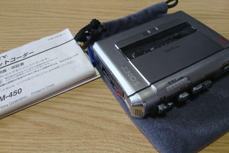 還記得過去人手一台的磁帶錄音機嗎,Sony經營之聖又是如何創造需求,讓這個乏人問津的商品走向國際?(圖/Twitter@yasmatu1970)