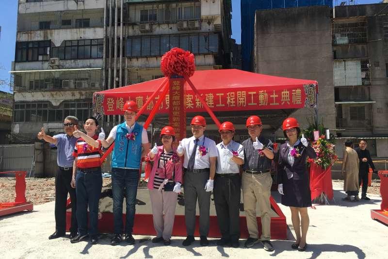 華南銀行協助住戶自力更新又添一例,921震災戶登峰大廈在住戶自主更新會主導下,經過多年整合,成功啟動重建 。(圖/華南銀行提供)