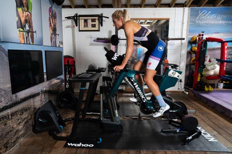 新冠肺炎疫情期間,室內自行車、視訊鏡頭和智慧廚具等電子產品的銷售額大增。(wahoo)