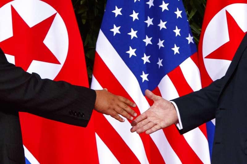 川普與金正恩兩年前在新加坡相見歡,但如今美朝關係與朝鮮半島情勢似乎又回到原點。(美聯社)