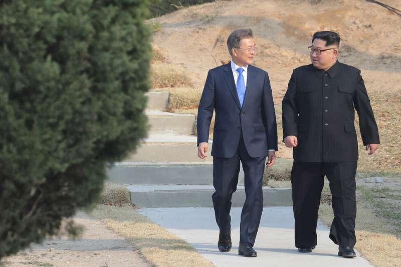 2018年4月27日,南韓總統文在寅與北韓領導人金正恩在板門店會晤。北韓2020年6月13日宣稱要美國停止對北韓無核化的荒謬言論,並誓言擴大軍事能力。 (美聯社)