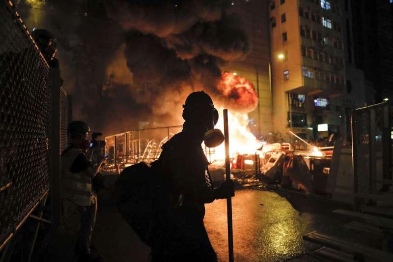 香港動亂已持續1年,中共人大通過港版國安法更加劇「攬炒」。(美聯社)