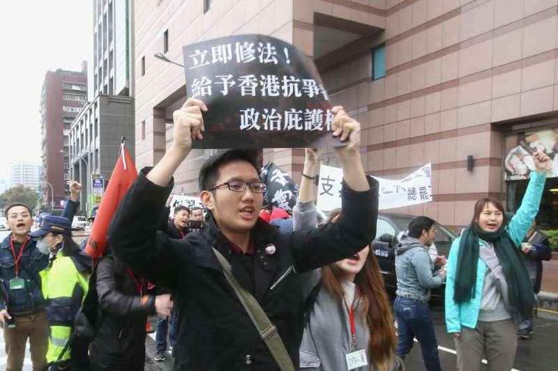 香港反送中運動至今,許多年輕人因參與示威,而被以暴動罪起訴。(柯承惠攝)