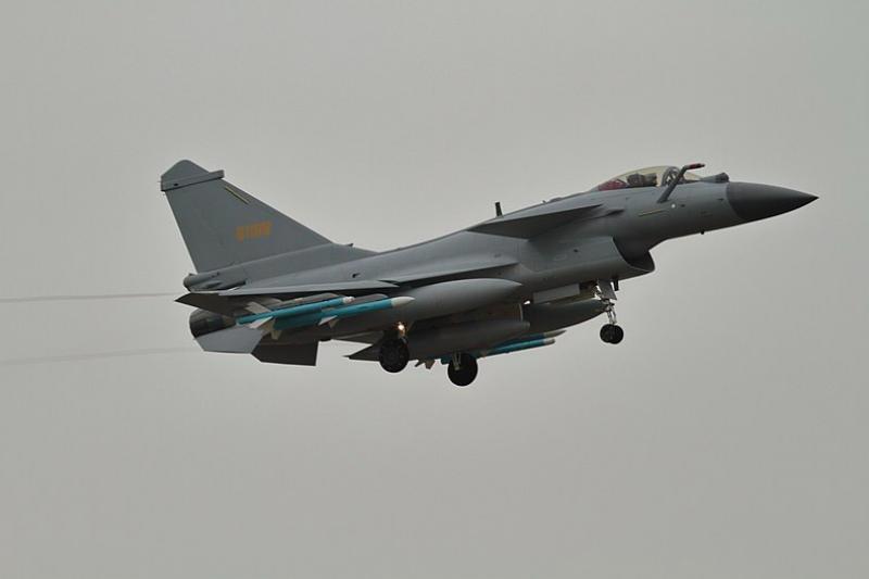 空軍司令部今(10)日下午發布新聞稿表示,上午9時左右,中共殲11、殲10型機短暫踰越海峽中線,我方以防空飛彈實施應處。(資料照,取自維基百科)
