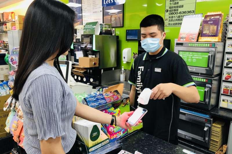 公平會調查揭露3大關鍵數字,可看出便利超商已經深入國人日常生活。(圖/全家便利商店提供)