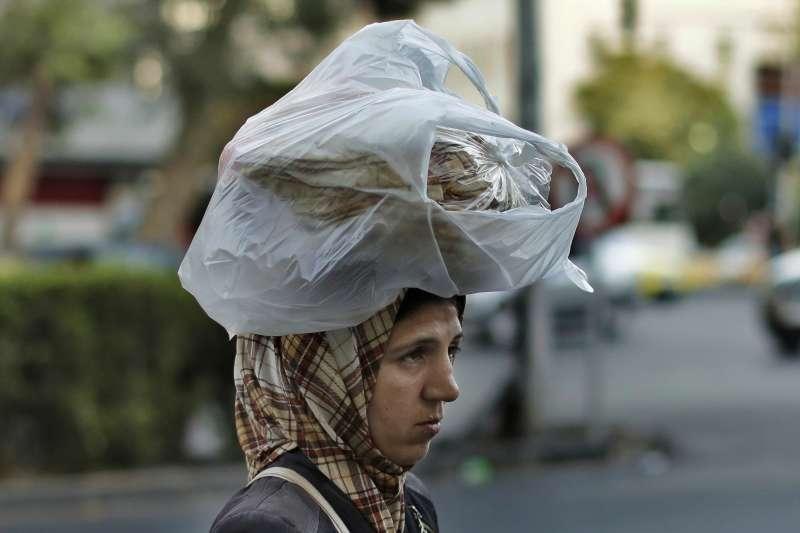 敘利亞內戰邁入第十年,貨幣經濟瀕臨崩盤(AP)