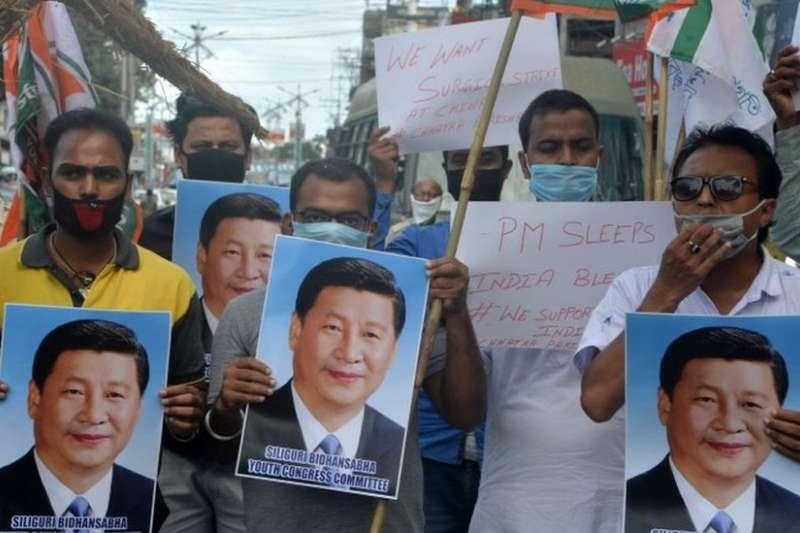 中印邊境發生衝突後,印度多地發生抗議中國抵制中國產品的活動。(BBC中文網)