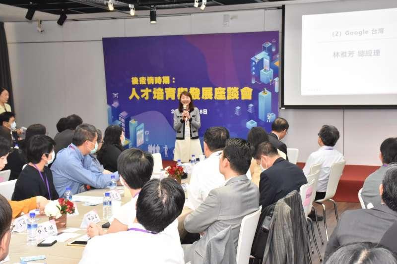 20200618-台灣大學18日舉辦人才培育座談會,.Google台灣區總經理林雅芳出席並致詞。(台灣大學提供)
