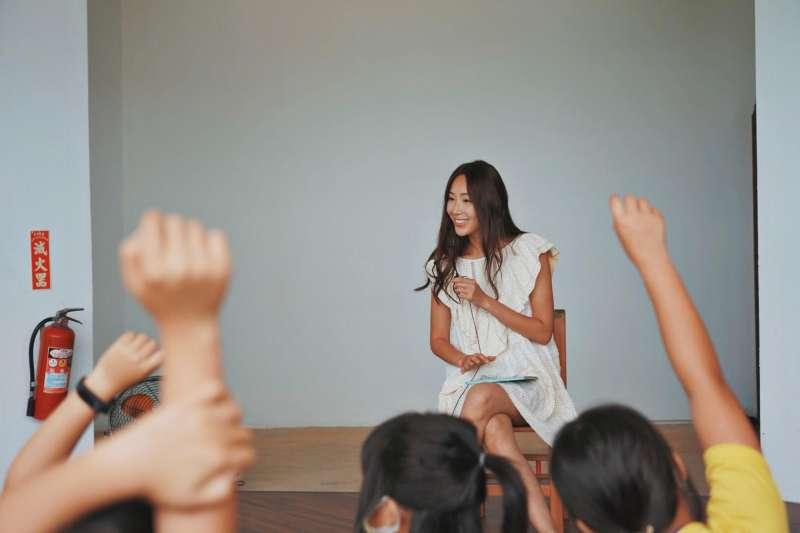 藝人隋棠(見圖)呼籲大眾正視兒童性侵害問題,不料引起風波,網紅陳沂認為這是「把1個女孩悲慘的遭遇當成炒新聞的工具」。(取自隋棠 Sonia Sui臉書)