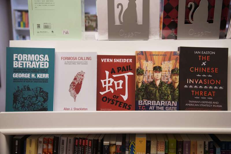 20200618-銅鑼灣書店店長林榮基接受《風傳媒》專訪,圖為他推薦的幾本書籍。(盧逸峰攝)