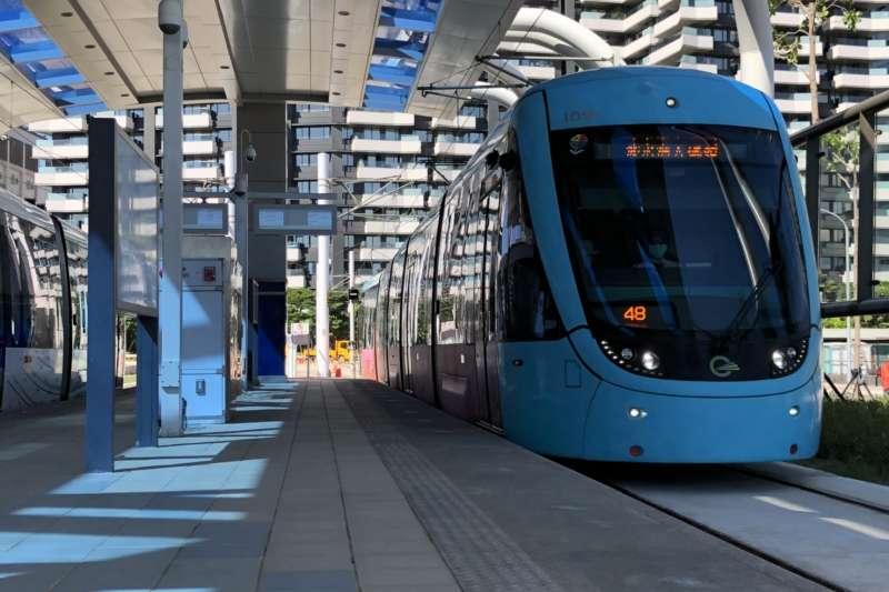 新北市政府15日市政會議由捷運局針對「三環六線」建設狀況進行專案報告,其淡海輕軌第一期藍海線將於今年底通車。(資料照,新北市捷運局提供)