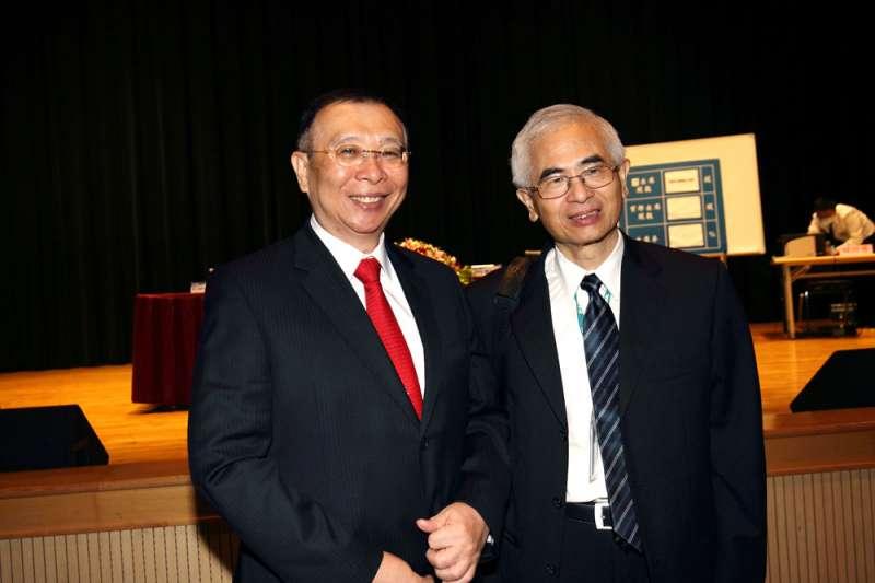 台鋼謝裕民(左)力挺李中旺(右),友訊市場派取得經營權。(新新聞資料照)