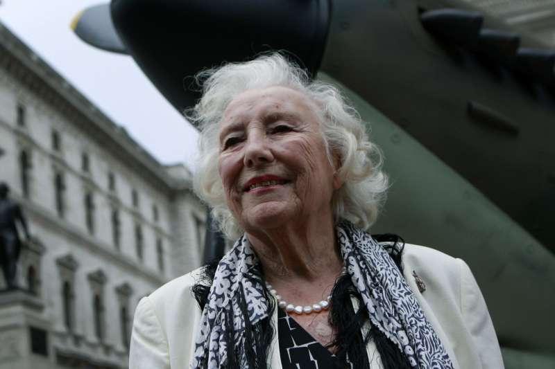 英國永遠的「軍中情人」,薇拉琳恩(Vera Lynn),攝於2010年(AP)
