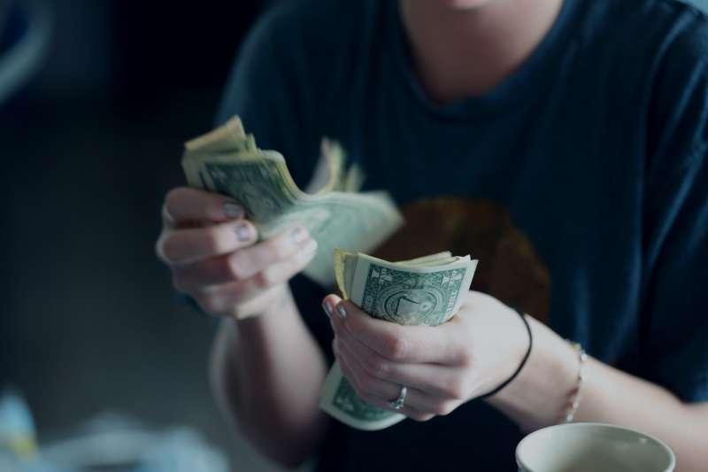 想要成為有錢人,光是只有才華和能力是不夠的!(圖/取自Unsplash)