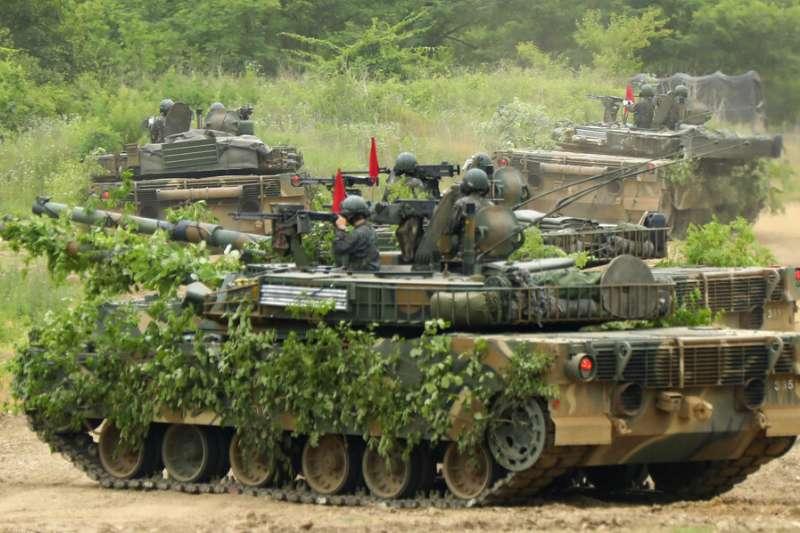 2020年6月18日,南韓的主力戰車K1-E1星期四在坡州市舉行軍事演習。(美聯社)