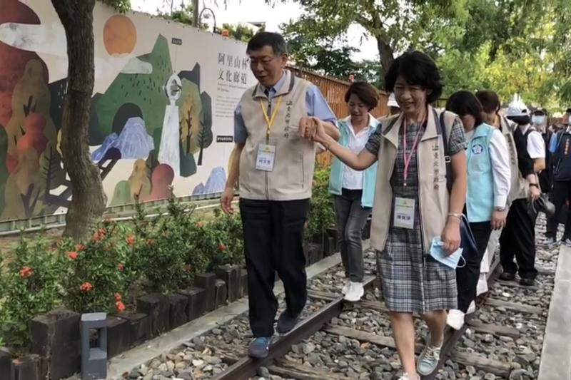 台北市長柯文哲妻子陳佩琪(右)在臉書發文,自嘲忍不住手癢,並談及論文爭議。(資料照,台北市政府提供)