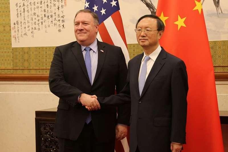 美國國務卿蓬佩奧(左)與中國中央外事辦主任楊潔篪(右)在夏威夷會談七小時。  (資料照,美國國務院臉書)