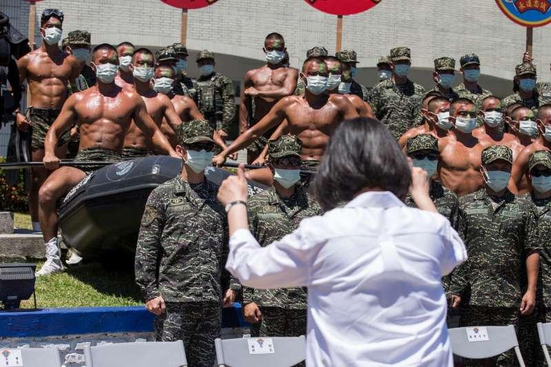 6月20日,總統蔡英文前往高雄慰勉國軍部隊辛勞。(取自總統府Flickr)