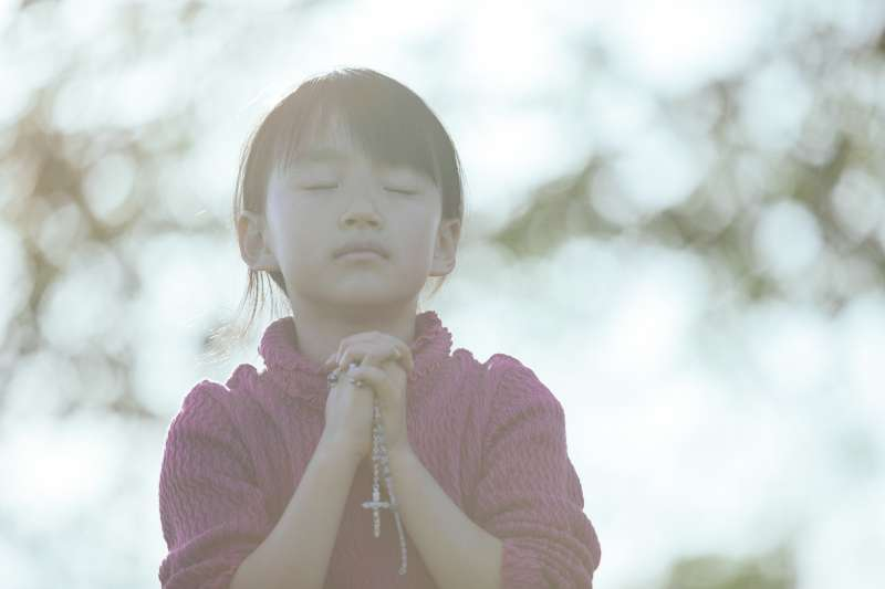 小學五年級的她,在學校受到了什麼樣的委屈,導致最後走向跳樓自殺一路…?(示意圖非本人,圖/取自pakutaso)