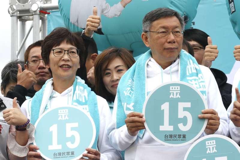 蔡壁如(前左)接受《新新聞》專訪時曾證實,一度想遠離柯文哲(前右)。(柯承惠攝)