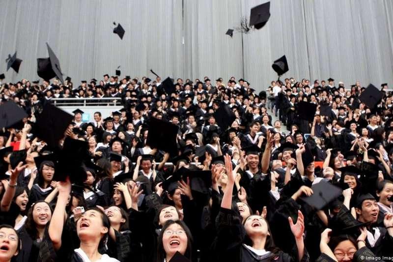 山東理工大學15年前發生的冒名頂替上大學而且順利畢業一事,讓曾在德國深造的經濟學者沈凌不禁感慨,莫非中國大學能「化腐朽為神奇」,還是過於「嚴進寬出」?(圖/德國之聲)
