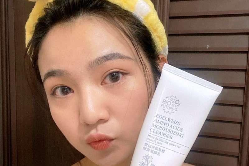 醫師建議悶熱夏天,要做好皮膚清潔避免乾燥過敏。(圖/三采欣業提供)