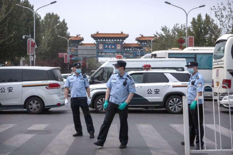 北京出現多起確診案例,當局迅速重回「戰時狀態」。(美聯社)