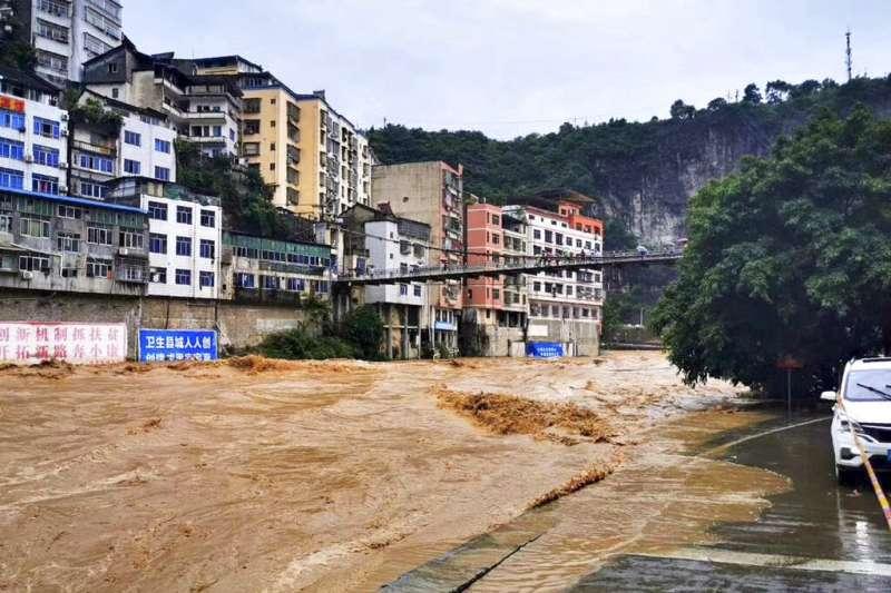 中國長江流域6月出現大規模、長時間的強降雨,各地洪災頻傳。(美聯社)