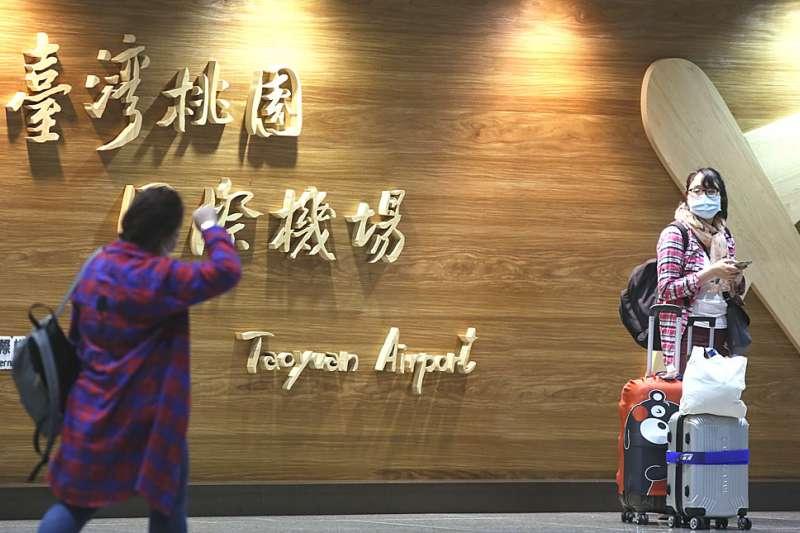 合計境外舊生和預計在9月就讀的新生,台灣至少有4.2萬名境外生在等待入境。(柯承惠攝)