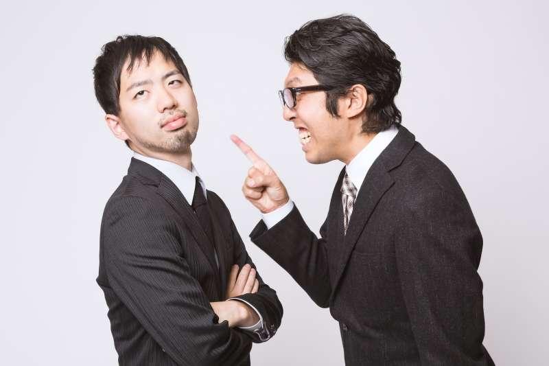 學會接納別人的意見,不要總是聽好聽話。(圖/取自pakutaso)