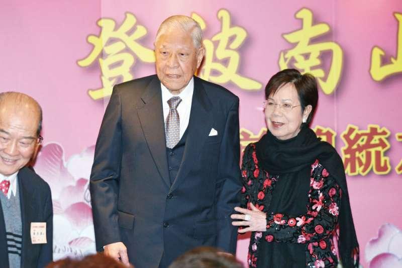 曾文惠(右)陪伴李登輝(左)超過半世紀。(新新聞資料照)