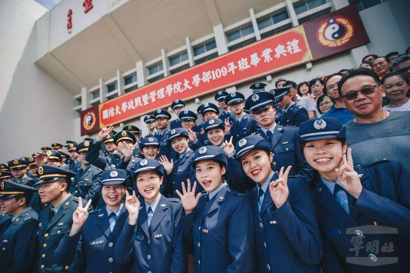 國防大學政戰、管理、理工學院及國防醫學院、海軍官校等軍事院校於24日舉行畢業典禮。(取自軍聞社)