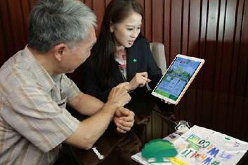 國泰人壽為樂齡族群提供專屬意外及醫療保單,讓樂齡族群「保樂活、保平安、保荷包」。(圖/國泰人壽提供)
