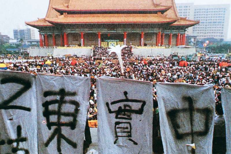 1990年發生野百合學運,執政的李登輝以其為助力,進行民主改革。(新新聞資料照)