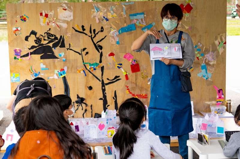 ARTGOGO童樂會邀請藝術家與民眾進行藝術共創活動。(圖/新北市文化局提供)