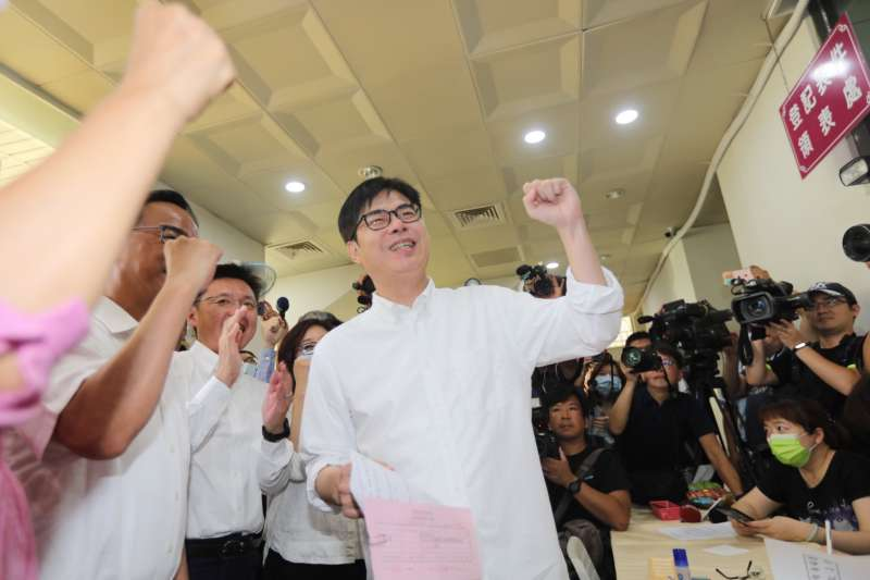 高雄市長補選一戰,民進黨推出行政院前副院長陳其邁參選,今(24)日也正式確定「有政府、會做事」是其競選口號。(陳其邁競選團隊提供)