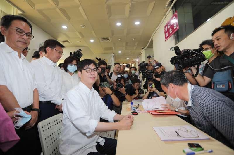 高雄市長補選登記24日是最後一日,代表民進黨參選的陳其邁在上午10點便完成登記。(陳其邁競選團隊提供)
