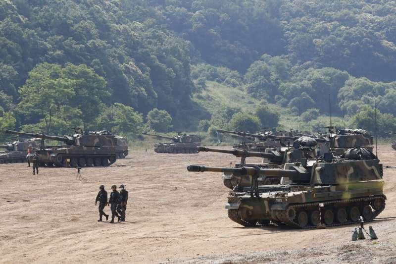 2020年6月23日,南韓軍方在與北韓接壤的坡州市舉行年度演習,圖為南韓自行研發的K-9自走砲。(美聯社)