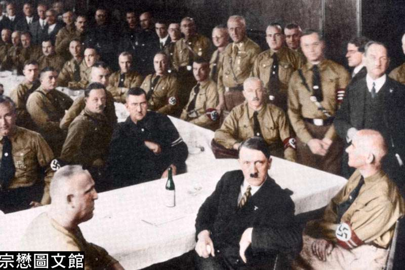 希特勒將原本一個民選體制的政黨轉化成軍事化的組織,包括建立衝鋒隊維持黨內紀律,恐嚇反對者。(圖/徐宗懋圖文館)