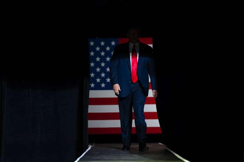 美國總統川普6月20日出席土爾沙造勢集會。(AP)