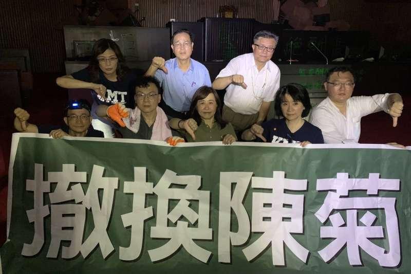 國民黨團在端午連假最後一天提前來到立法院議場抗議陳菊接任監察院長兼國家人權委員會主委。(李貴敏辦公室提供)