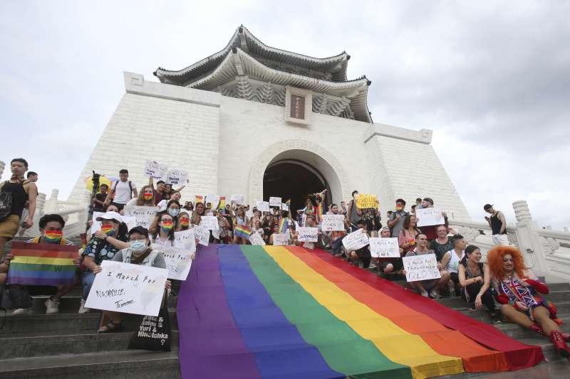 2020年6月28日,全球難得的實體同志驕傲月慶祝活動在台灣中正紀念堂登場(AP)