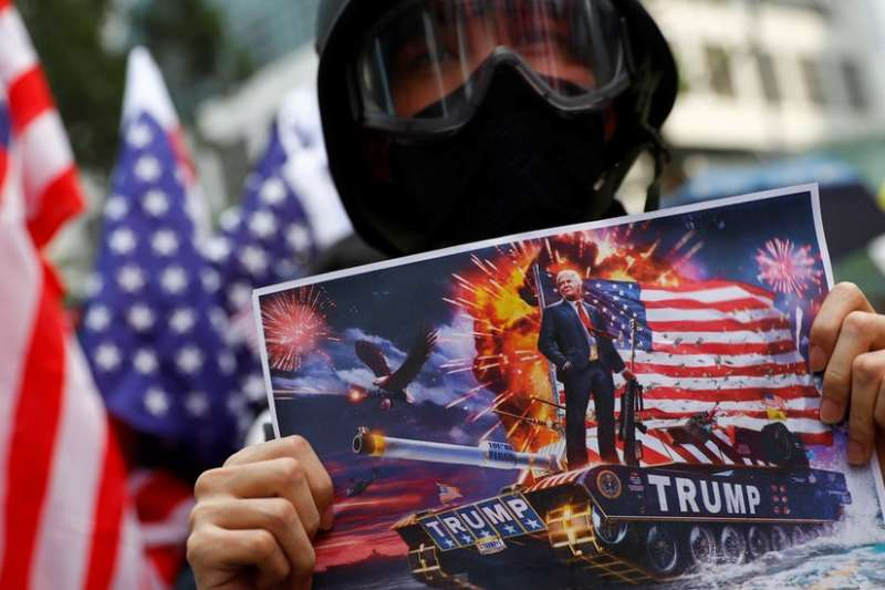 香港示威者認為可借美國之力逼使北京讓步。(BBC)
