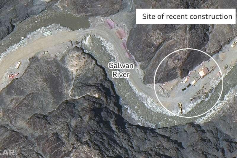 中印邊界衛星圖像曝光新工事,BBC加注的圓圈內顯示新建設施的地點(BBC)