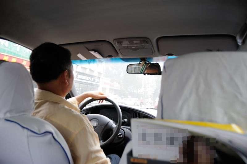 計程車司機,娓娓道出他一路顛頗的人生。(示意圖/kxz Chen@flickr)