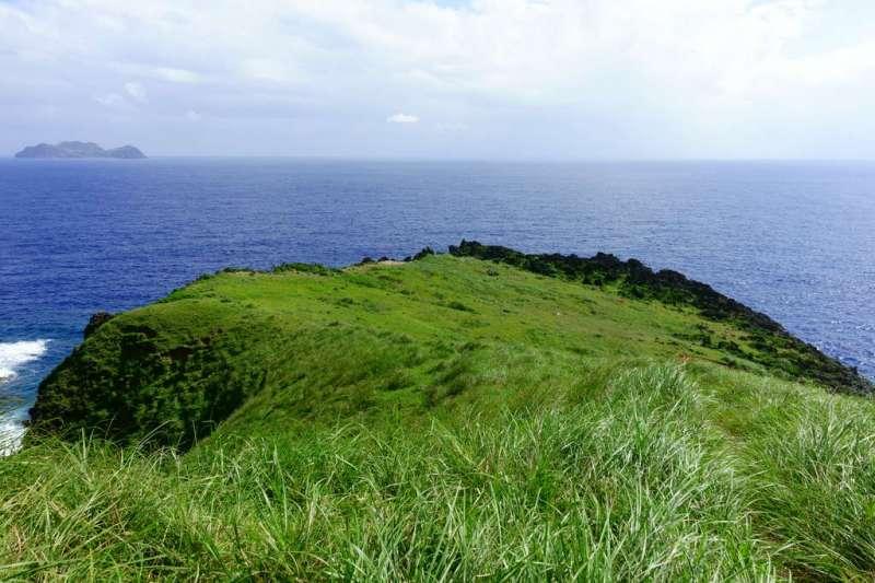 一年四季來都有不同風貌,夏天則是一大片綠油油的草原。(圖/台東旅遊網)